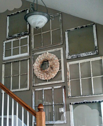 okenné rámy nad schodiskom