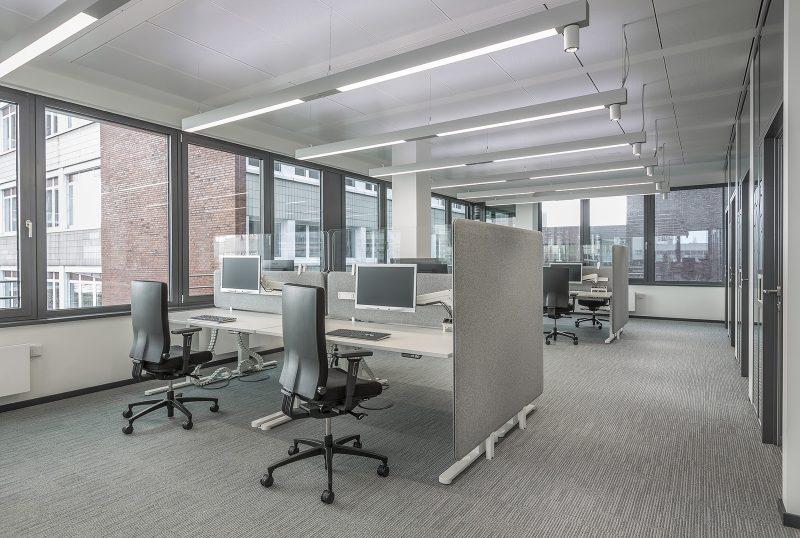 svetlo v kancelárii
