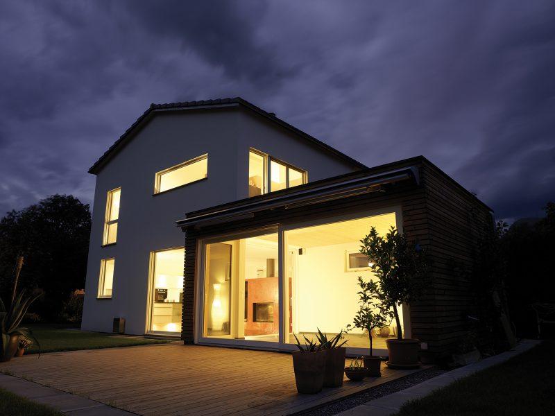 SLovaktual dom odfotený počas modrej hodinky