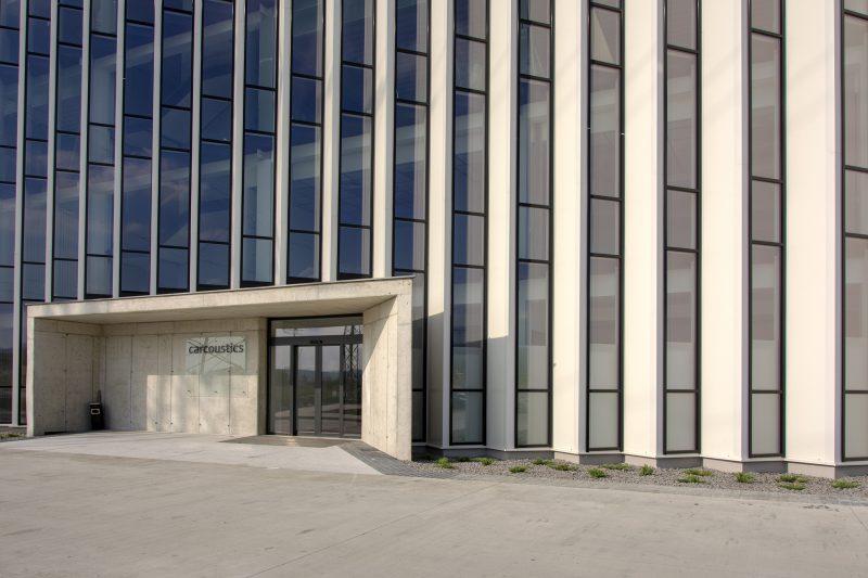 15 metrov vysoká fasáda od Slovaktualu