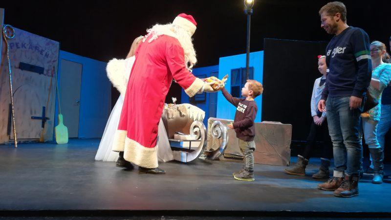 Mikuláš vo forme. Dotiahnuť sane plné 190 darčekov mu dalo zabrať!