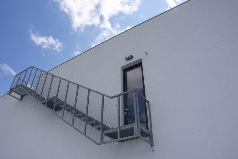 schody na terasu od dverí Slovaktual D92