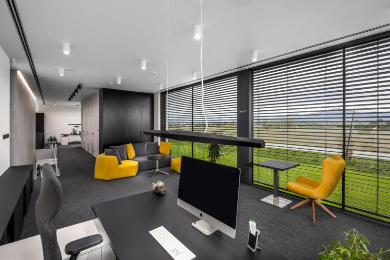 Interiér firmy Gardeon s oknami a HST od Slovaktualu
