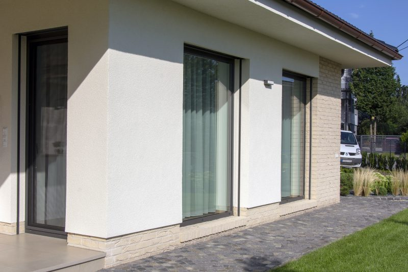 Hliníkové okná Slovaktual W72 v RAL heroal 0575