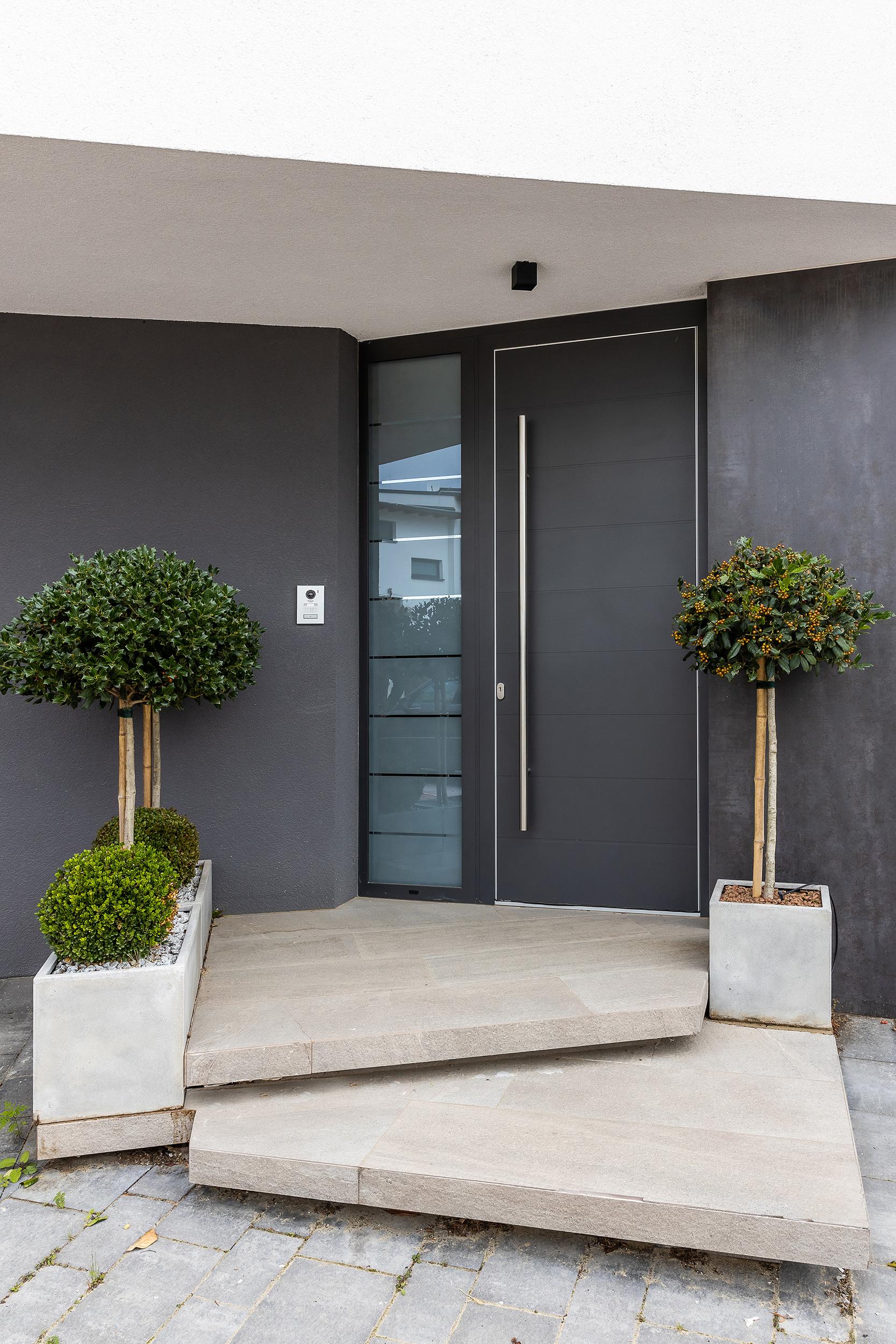 Vstupné domové hliníkové dvere