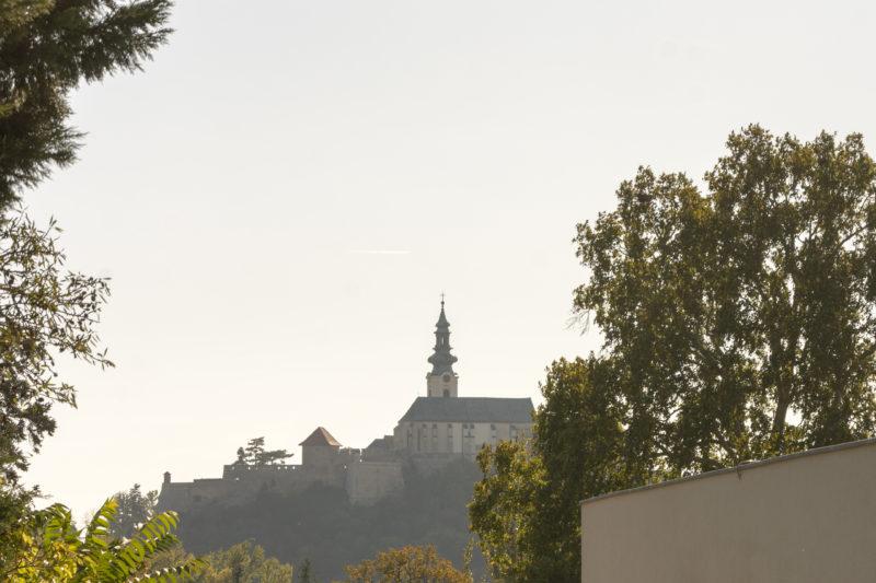 Nitriansky hrad z domu s oknami Slovaktual