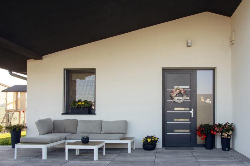 Dom v Šali s hliníkovými vstupnými dverami D72