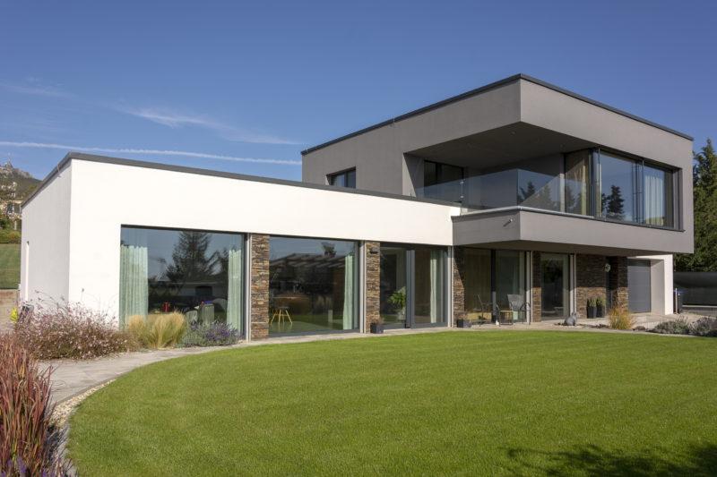 Dom pod Zoborom s hliníkovými oknami.