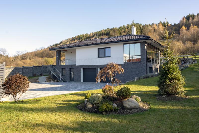 Dom pri Brezne s oknami od Slovaktualu