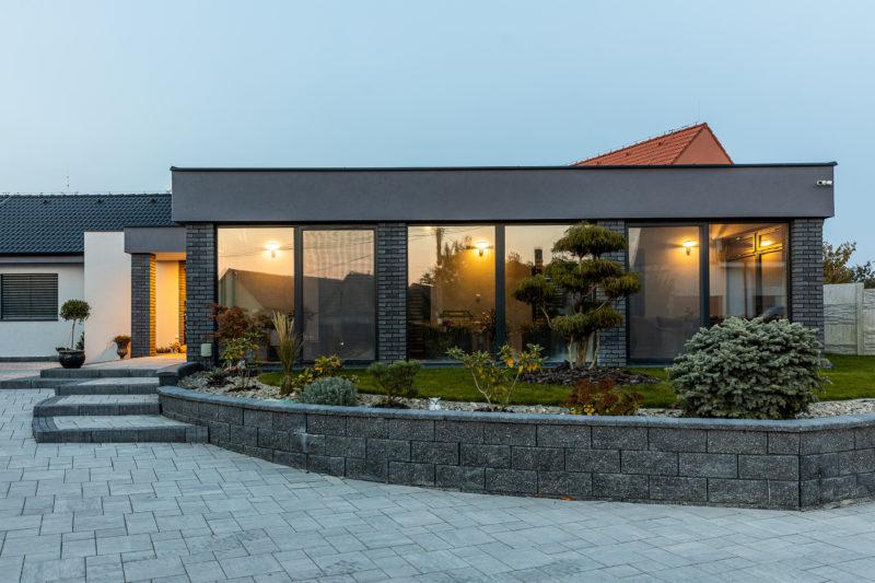 Rodinný dom so zimnou záhradou s plastovými oknami