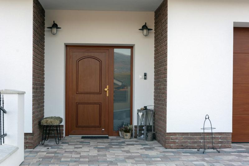 Hliníkové dvere v laminácii Cherry Amaretto