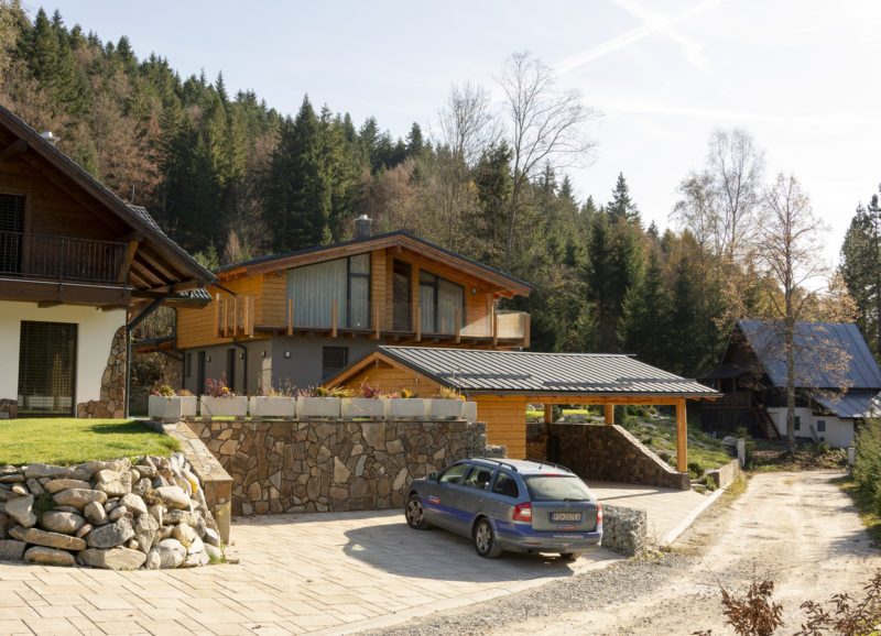 Chata na Táľoch s oknami Slovaktual