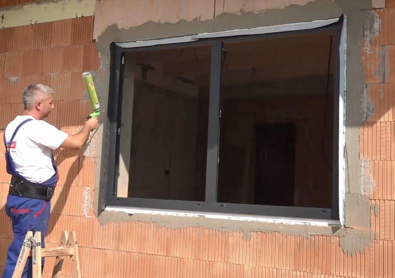 Rám okna v stavebnom otvore