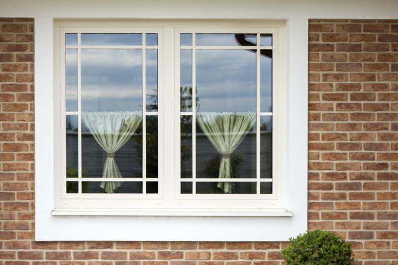 okenná mriežka na hliníkovom okne