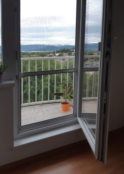 Dverná sieťka na balkónové dvere
