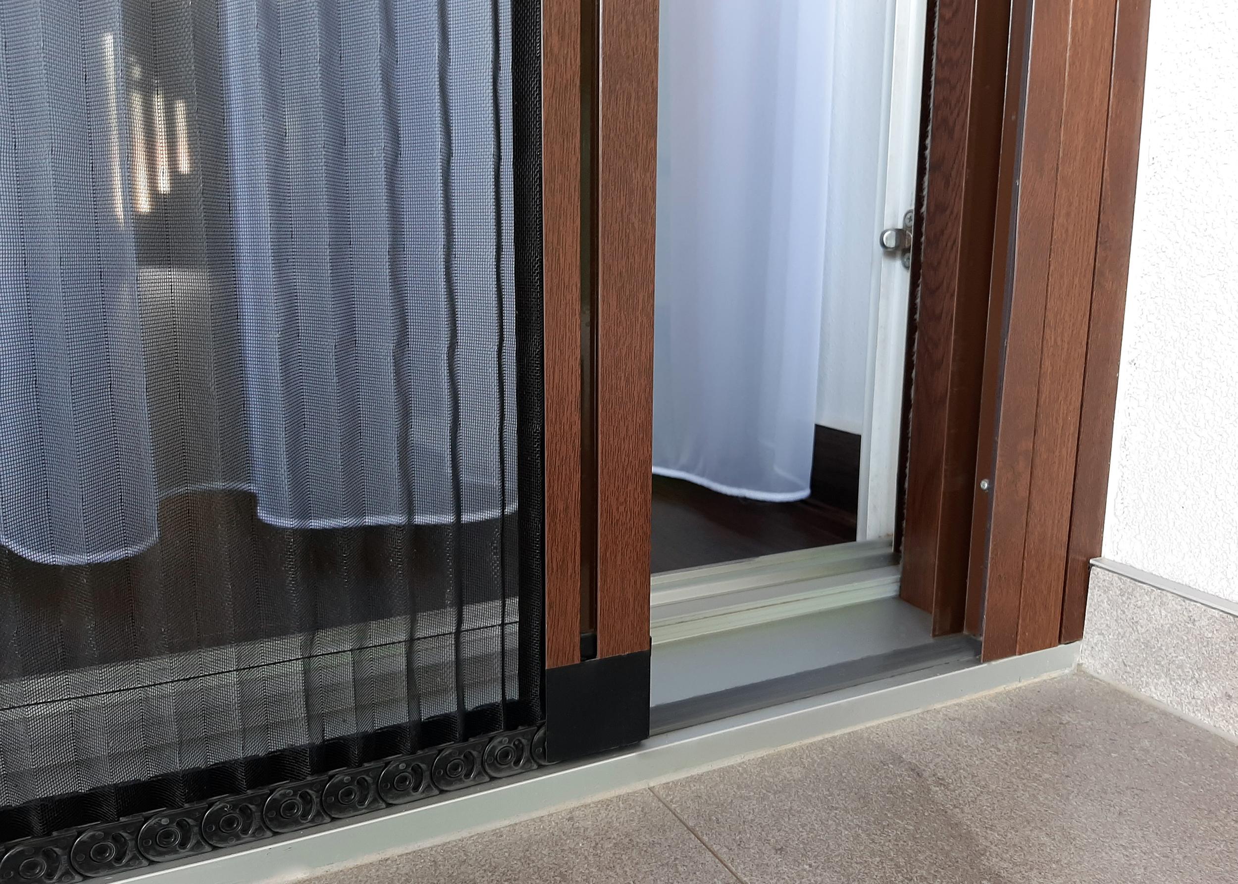 Plisovaná síťka proti hmyzu na posuvné dveře - nobarier