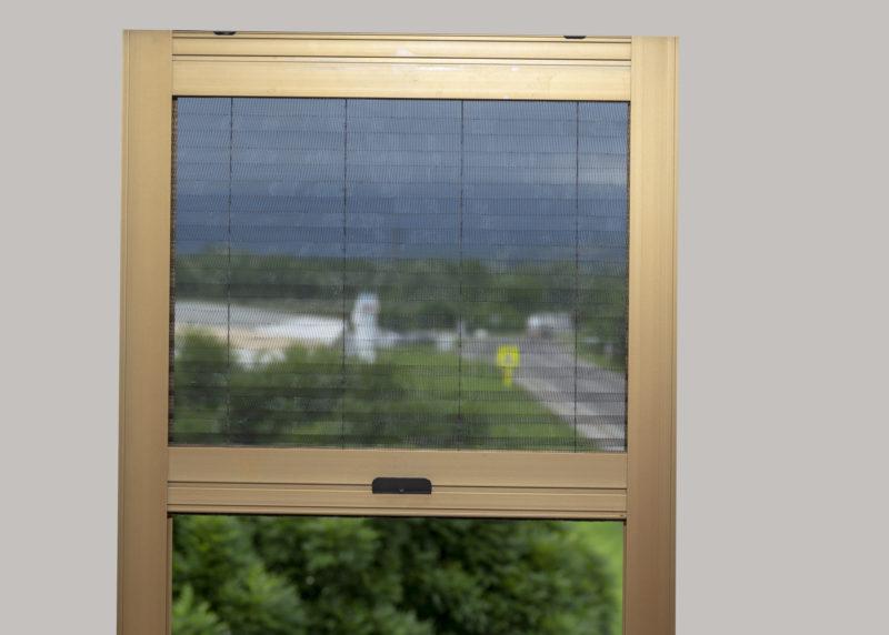 Plisovaná síťka proti hmyzu na okna