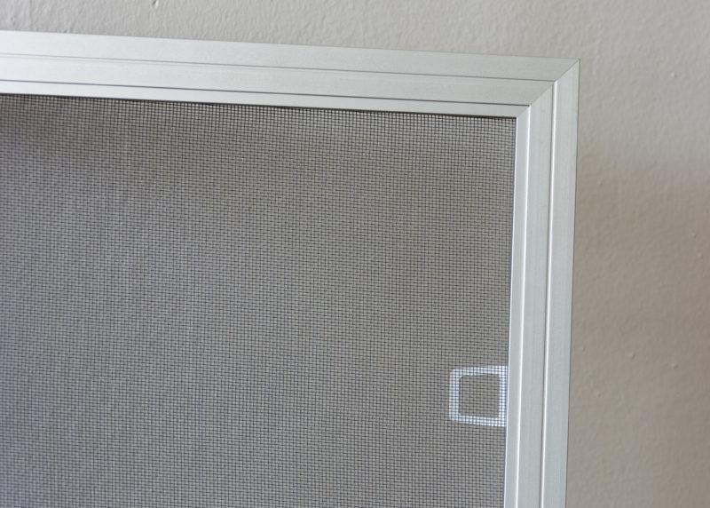 Síťka proti hmyzu na hlinikové okna