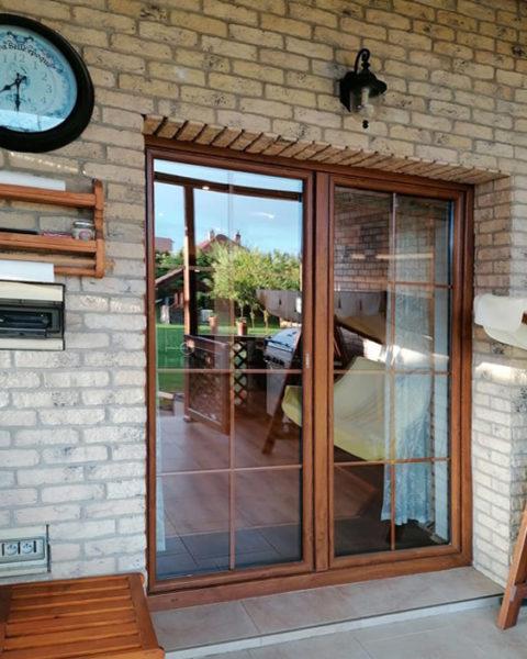 dvojkrídlové balkónové dvere s mriežkou Slovaktual