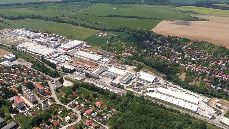 Areál výrobního závodu Slovaktual v Pravenci