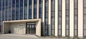 Administratívna budova s hliníkovou fasádou od Slovaktualu