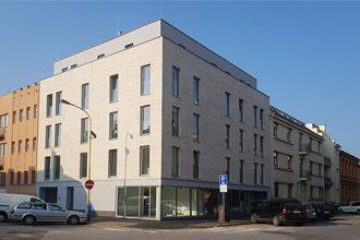 Plastická chirurgia, jazyková škola a právnická kancelária.