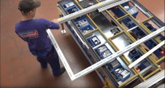 Nahlédněte do haly, kde vyrábíme hliníková okna a dveře Slovaktual