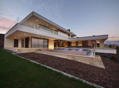 Vila Bojnice s oknami Slovaktual