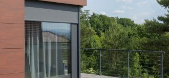 Tienenie okien zabráni prehrievaniu interiérov